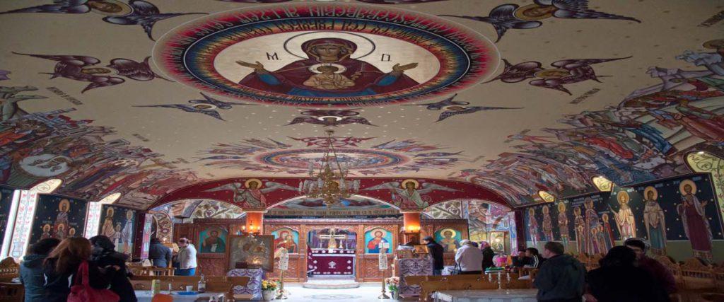 Im Inneren der orthodoxen Kirche Hl. Nikolaus in Offenbach